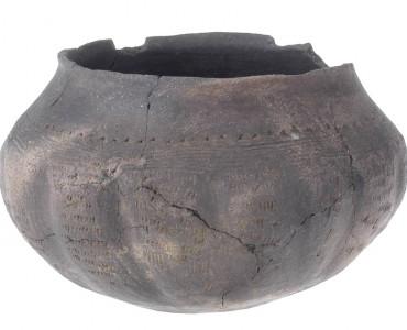 Nádoba s kulatým dnem, doba stěhování národů (1. pol. 6. století n. l.).