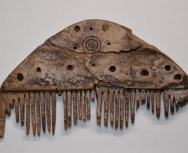 Kostěnný hřeben, ml. doba římská (počátek 4. století n. l.) – stav po restaurování
