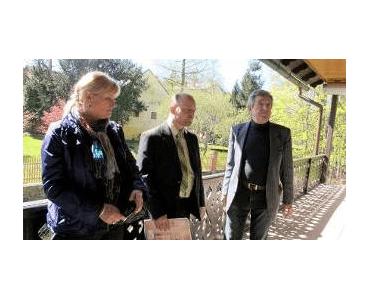 Braunerův mlýn si prohlíží radní Zdeněk Štefek v doprovodu ředitelky muzea Zity Suchánkové a Miroslava Kuličky za stavební dozor.
