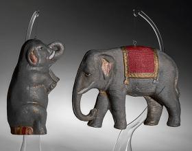 Příklad vánočních ozdob vyrobených z drážďanské lepenky