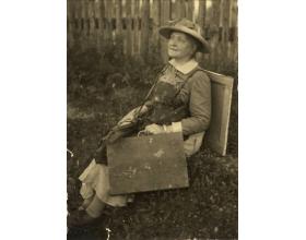 Foto z r. 1933: Zdenka (Zdislava Rosalina Augusta) Braunerová  (8. 4. 1858 – 23. 5. 1934)