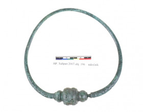 Bronzový nákrčník z doby laténské z Hostivice.