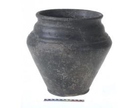 Keramická nádoba z doby laténské z Hostivice.