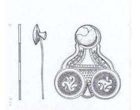 Bohatě zdobený závěsek z doby pozdně halštatské až časně laténské z Hostivice.