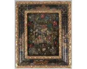 Klanění pastýřů, voskový reliéf v původním rámu, dracounová a textilní výzdoba, klášterní práce (?), střední Evropa, konec 18. století, 21,3 x 25 cm.