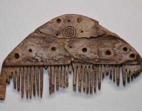 Kostěnný hřeben, ml. doba římská (počátek 4. století n. l.) – stav po restaurování.