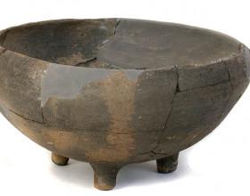 Trojnožka, eneolit – kultura zvoncovitých pohárů (2500 - 2300 / 2200 př. n. l.).