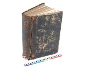 Polokožená vazba s papírovým potahem desek, 20. stol. Před zásahem.