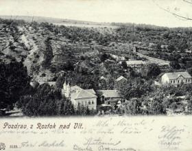Pozdrav z Roztok nad Vlt., pohlednice, Tiché údolí s pohledem na vilu čp. 10, adresováno Marii Bráfové od přátel Zdenky Braunerové, cca 1910, 9 x 13 cm